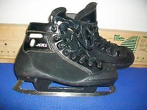 Senior Goalie Skates Size 6 (CCM Tacks 452)
