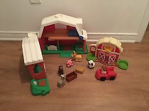 Fisher Price garage and farm with accessories. AVAILABLE