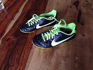 Soulier de soccer Nike pour enfant grandeur 12.5 US