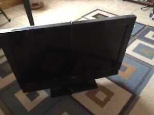 "32"" LCD TV (for parts or repair)"