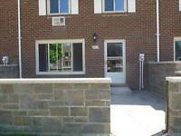 Brick Townhouse in Wyoming, very quiet, 15 minutes from Sarnia