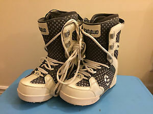 Women's Thirty Two snowboard boots - Size 8