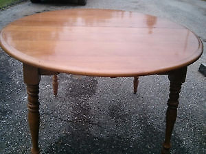 Great Retro Maple Dining Table & 4 Chairs! Kitchener / Waterloo Kitchener Area image 2