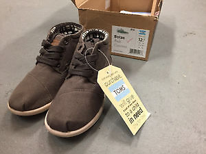 Toms Botas Ash color. SIze 12.5 youth Brand New.