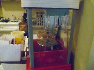 Hollywood Cinema Popcorn Machine with Popcorn Containers