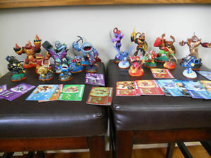 Wii Skylanders Bundle with 18 Skylanders, portal and game