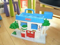 Garage 1/2 complet moitié fisher price