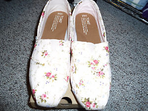 Brand New Floral Toms Shoes