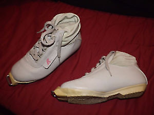 Looking for cross country ski boots size 43 US men 9/10