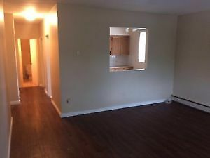 Fabulous MISSION SW 1 Bed Condo -Avail Immediately or Oct 1st !!