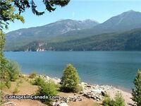 Kootenai Hide-A-Way Lakefront Cottage