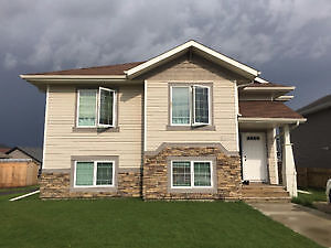 Quiet Living in Innisfail in Beautiful 3 Bed House