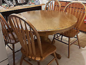 Solid oak dining pedestral table with leaf and 4 chairs