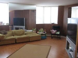 Students - 2 Bdrm - 695 Richmond St. -  Avail May 1st