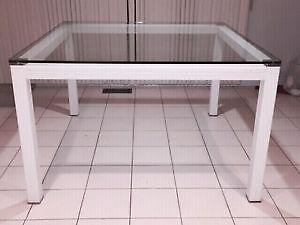 Table à manger en verre / Glass Dining table