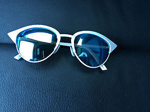 Quay Tilly Sunglasses in white