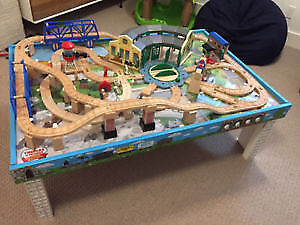 MINT CONDITION - Wooden Thomas the train table and trains