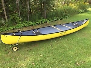 Scott Canoe 15 feet in Fiberglass