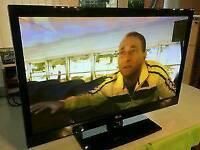 "LG 42"" Flat Screen HD TV 600Hz in VGC"
