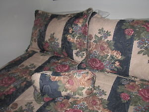 Queen comforter, 2 shams, 1 decorative pillow London Ontario image 1