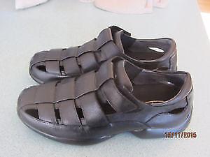 Aetrex Men's Black Leather Sandals Size 9.5 Wide. Retail $180