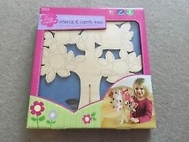 M&S Make & Decorate Your Own Friends & Family Tree with Stickers & Felt Brand New