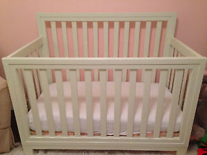 Off White Solid Wood Crib