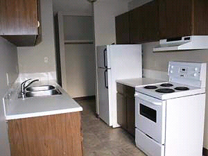 1 BEDROOM with balcony downtown Avail Now Apr or May1st 114t