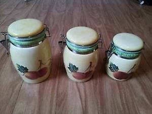 A set of 3 beautiful containers, excellent like new, don't miss! West Island Greater Montréal image 1