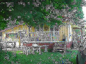 Maison rustique et chalet à la campagne