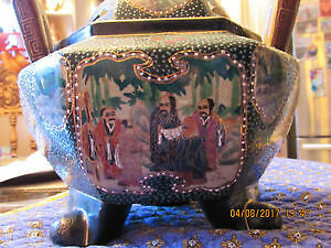 Antique Chinese Ming Dynasty hand painted porcelain vase