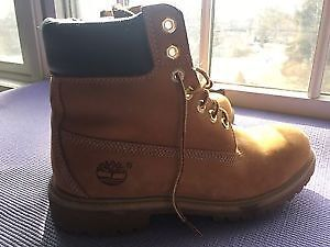 SELLING MENS TIMBERLAND BOOTS SIZE 8 GREAT CONDITION
