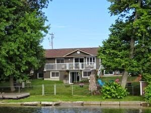 Fully Furnished 3Bed/3Full Bath Home on Chemong Lake