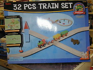 Wooden Train Set - 32 Pieces.