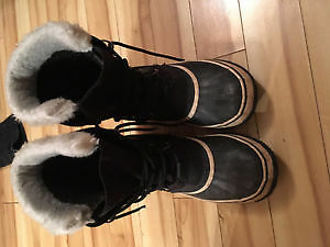 Sorel Carnival Women's boots size 10 (fit more like an 11)
