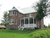 ***HOBBY FARM WITH CENTURY HOME AND LARGE BARN***
