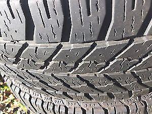 4 pneus hiver 225 60 R17