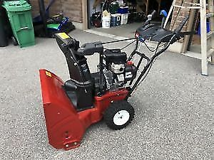 Toro Power Max 826 - like new used few times