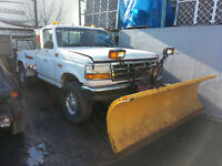 CAMION FORD F350 AVEC PELLE A NEIGE 4000.00$ CH