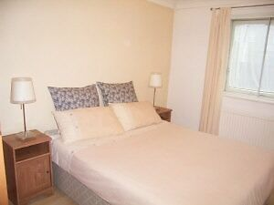 Fantastic 1 Double Bedroom Apartment In Raynes Park SW20, Close to The Station And Amenities !!!!