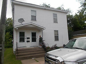 Large 3 bedroom 1 bathroom main floor duplex for rent
