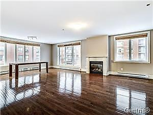 DOWNTOWN CONDO NEAR BELL CENTER GREAT  INVESTMENT RENTAL REVENUE