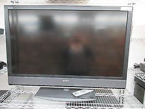 "**SLAMMIN SONY** Song LCD 46"" with remote MOD# KDL-46V2500"