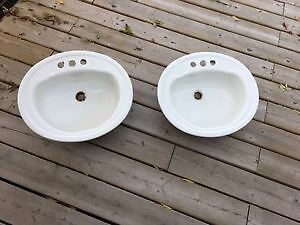 2 bathroom sinks in good condition