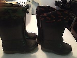 Boy's rain boots with liners size 6 and 8 Gatineau Ottawa / Gatineau Area image 1