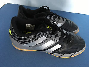 Soccer shoes like new