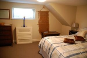 Newly Renovated 2 Bedroom Garden Suite Furnished North Van #572 North Shore Greater Vancouver Area image 5
