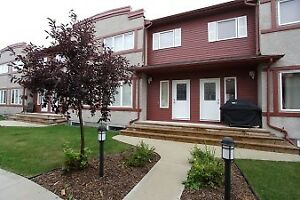 Stunning 1800 sqft - 3 Bedroom Townhouse in Lindenwoods with Fin