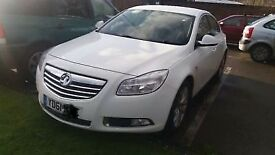 Vauxhall insignia 1.8 SRI white Beautiful reliable car