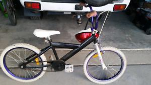 Kids bike & helmet Ngunnawal Gungahlin Area Preview